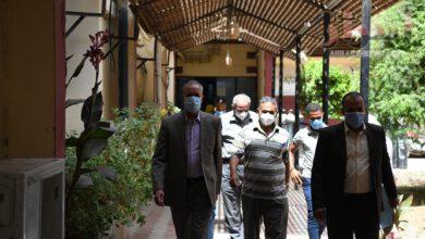 صورة تعافى وخروج 387 حالة من مصابي فيروس كورونا المستجد من مستشفى قنا العام