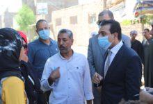 صورة نائب محافظ  قنا ينتقل لمنزل احد المواطنين بقرية الكلاسة لبحث شكواه