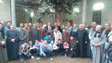 صورة الدكتور أحمد الشوكى فى زيارة لاحفاد شيخ العرب همام بفرشوط