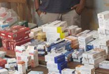 صورة ضبط محل غير مرخص يزاول مهنة الصيدلة بمركز قوص