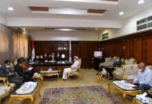 """صورة محافظ قنا يناقش سبل دعم استثمار رجل أعمال كويتي بمدينة """" هو """" الصناعية"""